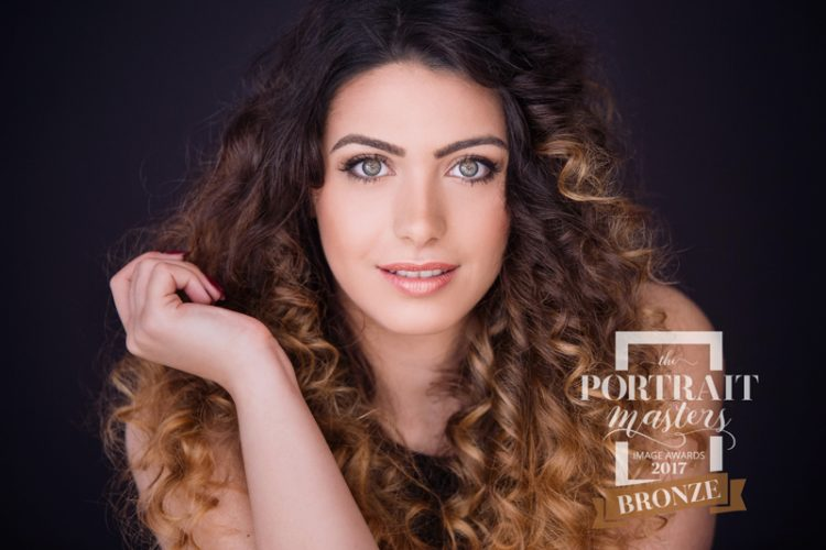 Glamour, Beauty, beautiful, transformation, Verwandlung, innere Schönheit, schön, Styling, Make up, Visagist, HMUA, stark, elegant, schick, Locken, Portrait Masters Bronze, high professional standard