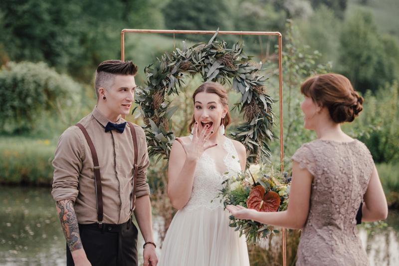 Hochzeit, micro wedding, Elopement, Micro Hochzeit, Corona, Covid, Boho, alternativ, Brautpaar, Zeremonie, freie Trauung, Traubogen, Hochzeitsfotograf,