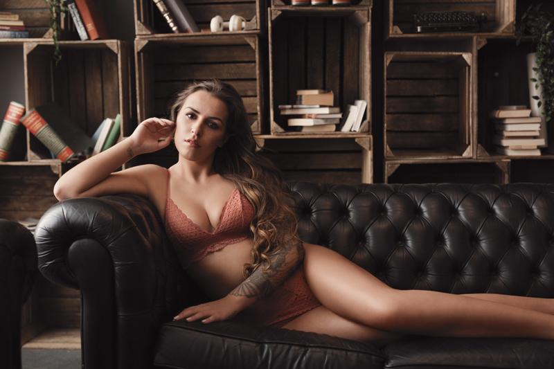 Boudoir, sensual, sinnlich, Dessous, empowerment, Couch, Vintage